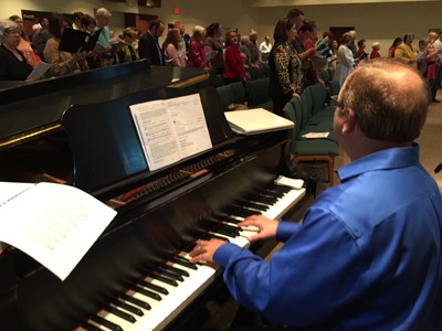 Piano and Congregation